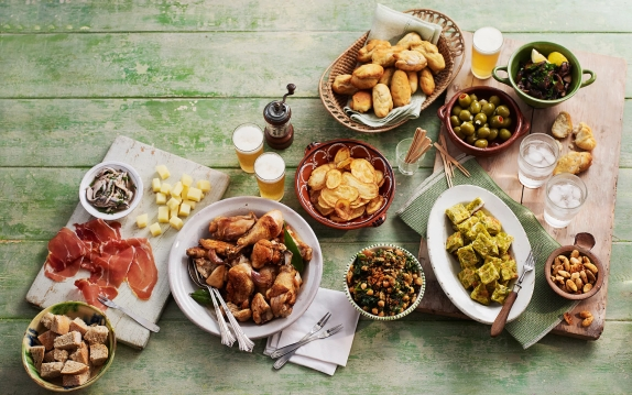 tapas-and-beer-on-table