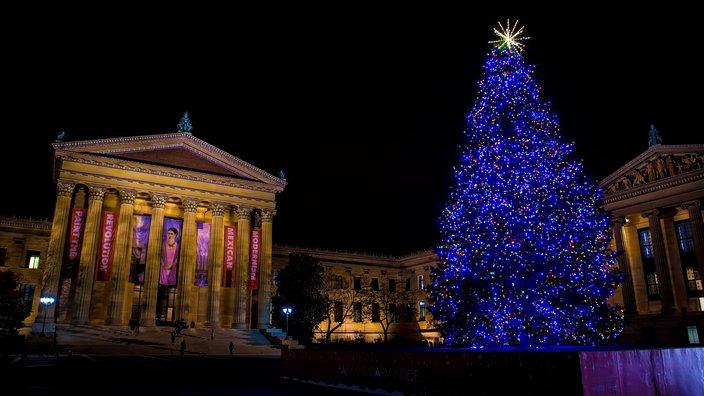 Philadelphia_Skyline_Holidays.width-704